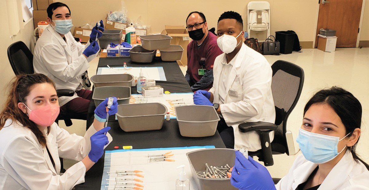 CHSU Pharmacy Students Help in Vaccination Clinics During Their Clinical Rotations