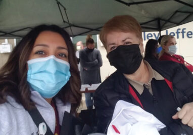 Roxanne Dekker (P2) and Maria Altamirano-Castellanos (P2) volunteer to administer vaccines.